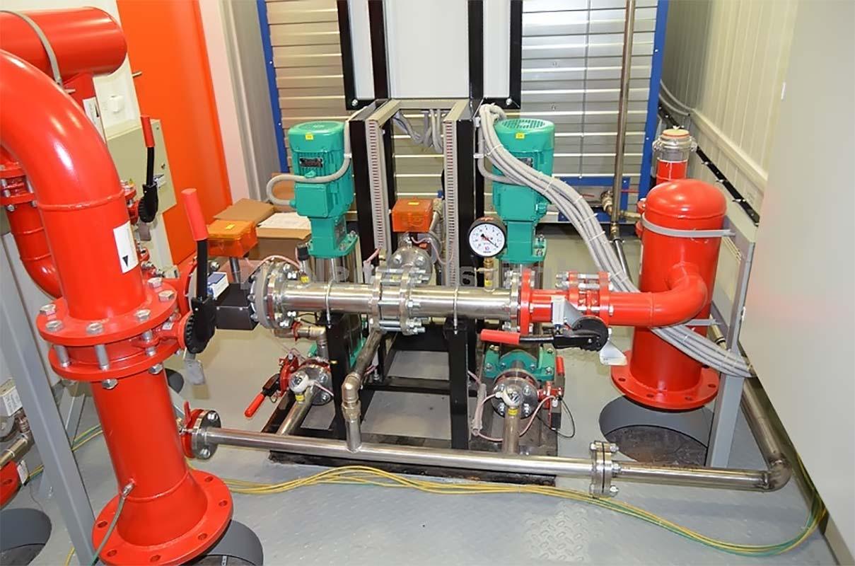 Подключенная насосная станция на производстве